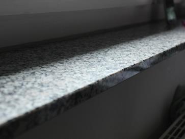 Die Fensterbänke innen aus Granit