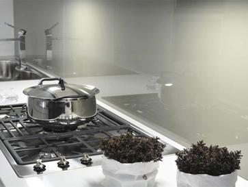 Glasrückwand in der Küche - Dezent in Weiß