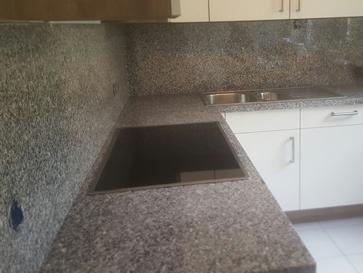 Küchenrückwand aus Naturstein - Granit Rückwand in der Küche