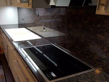 Küchenrückwand aus Granit - Naturstein Rückwand in der Küche