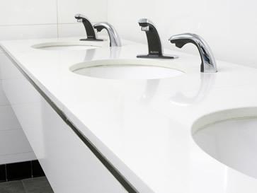Einfache Form der Waschtischplatten